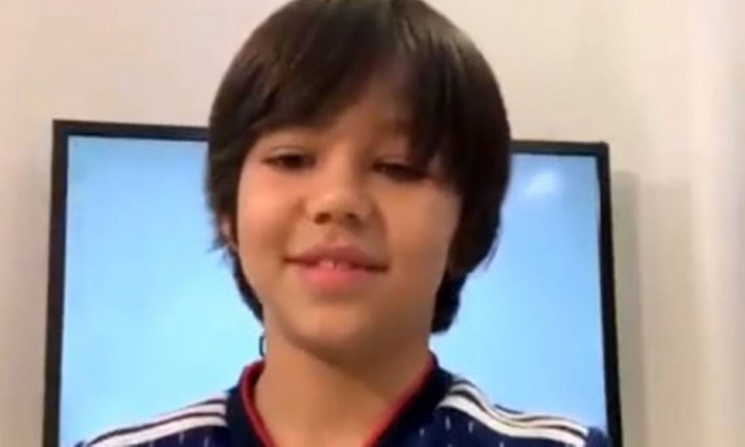 Vicente Gil, de 9 anos, conversa com o ex-judoca Flávio Canto Foto: Divulgação