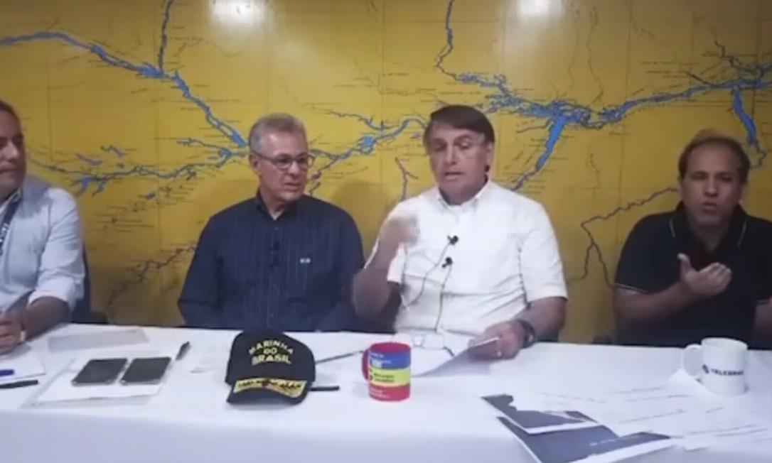Presidente Jair Bolsonaro em live semanal Foto: Reprodução/ Facebook
