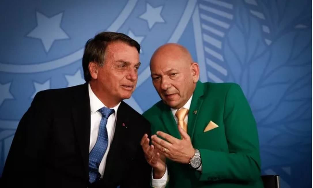 O presidente Jair Bolsonaro e o empresário Luciano Hang, no lançamento do programa Voo Simples Foto: Pablo Jacob/Agência O Globo