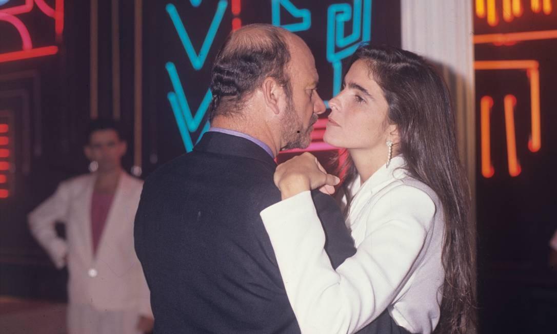 Cecil Thiré dança com Malu Mader no palco da novela & # 034; Top Model & # 034 ;, da TV Globo, em 1990 Foto: Irineu Barreto / Agência