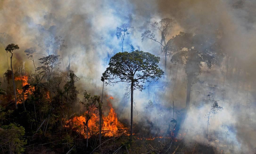 Fumaça sobe de queimada na Amazônia, no Pará, em agosto Foto: CARL DE SOUZA / AFP
