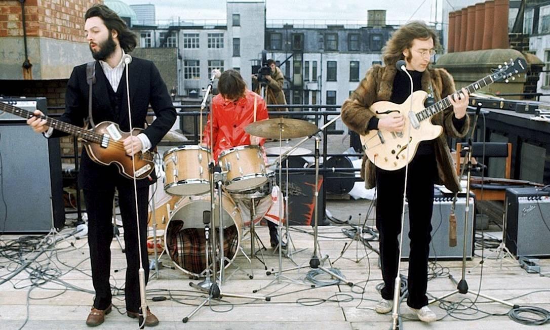 Último concerto dos Beatles: Paul, Ringo e John no terraço, em Londres, na última vez em que se apresentaram para o público, em 1969 Foto: Divulgação