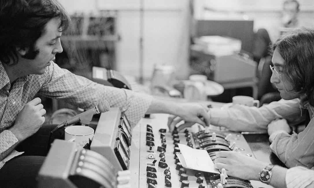 Paul McCartney e John Lennon nas gravações do álbum branco Foto: