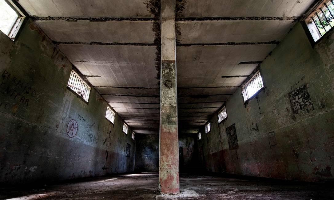 Uma das sete celas da antiga prisão de segurança máxima da Ilha San Lucas, na Costa Rica Foto: Ezequiel Becerra / AFP
