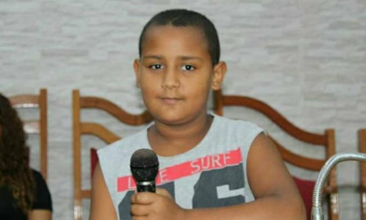 Leônidas Oliveira, de 12 anos, foi baleado na cabeça no dia 9 de outubro num tiroteio entre bandidos e policiais. Ele estava com a avó, que não foi atingida, na porta de uma lanchonete na Av. Brasil, na altura da Nova Holanda, na Maré, Zona Norte, onde morava. O sonho dele era ser advogado e tirar a família da favela Foto: Divulgação