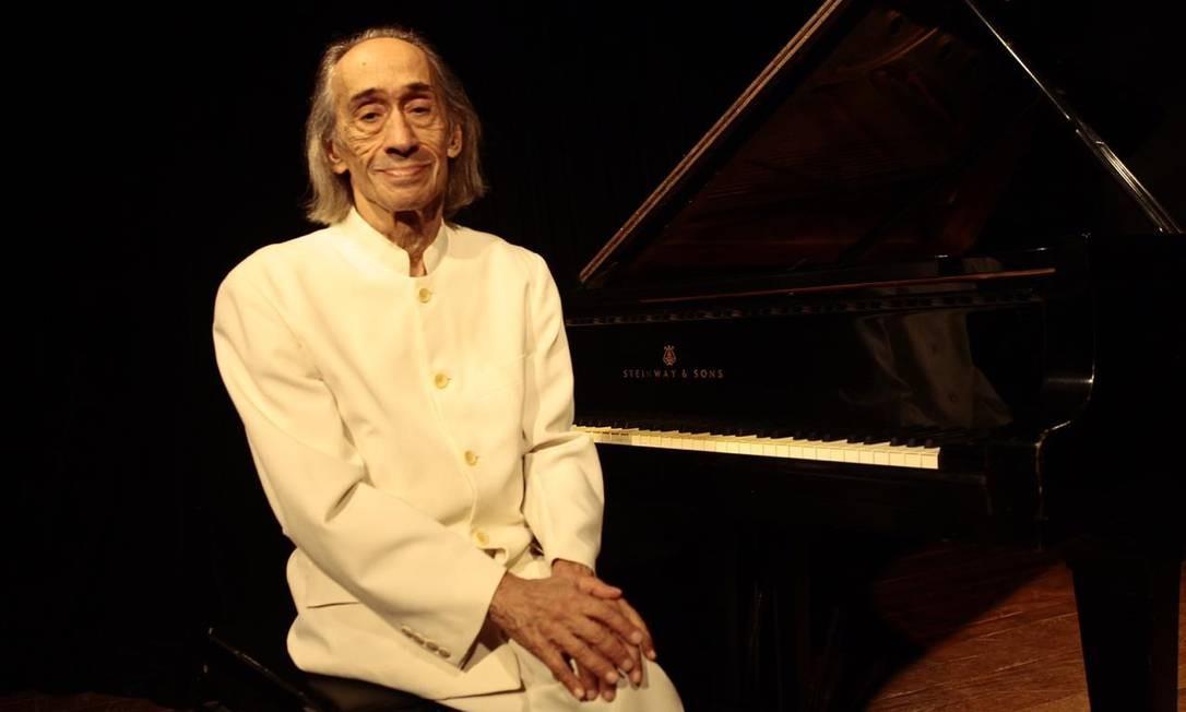 O pianista João Carlos Assis Brasil: aulas no Conservatório de Niterói Foto: Divulgação