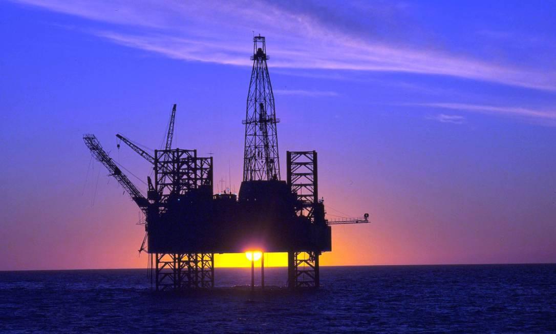 O desmonte de plataformas de petróleo tem regras rígidas, que exigem alto investimento Foto: Helmut Otto