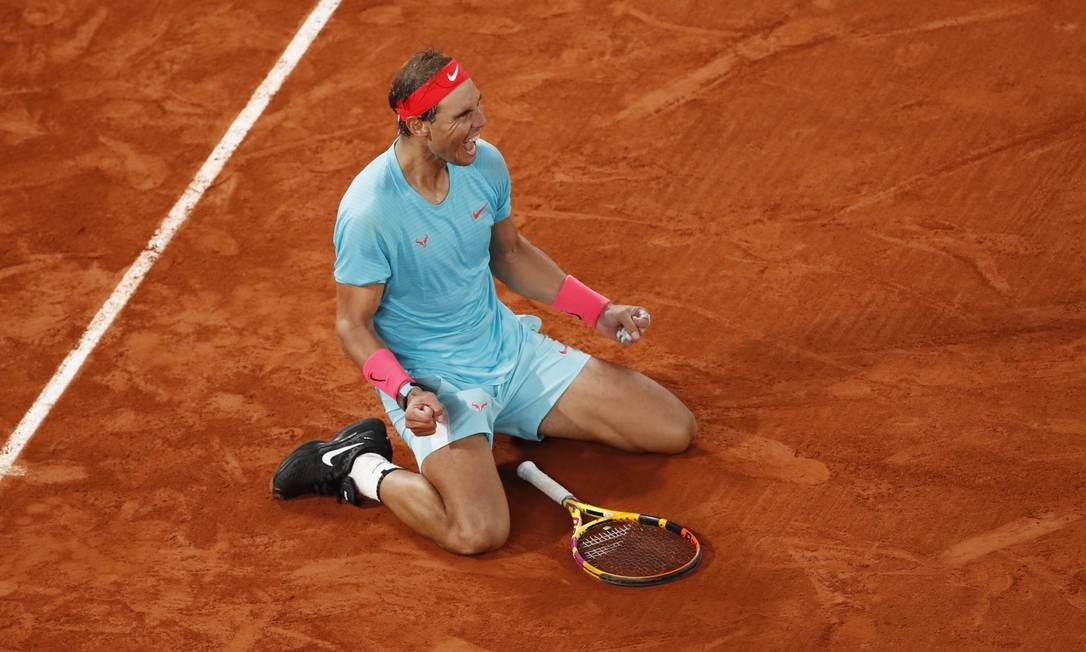 Espanhol Rafael Nadal celebra vitória sobre Novak Djokovic na final de Roland Garros Foto: GONZALO FUENTES / REUTERS