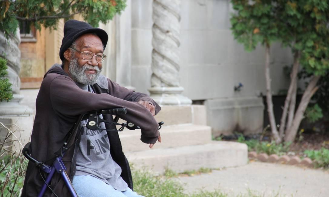 """Leroy Gadison, padeiro aposentado e morador de Flint, em Michigan, que afirma que votará pela primeira vez na vida para derrotar Trump: """"Ele nunca deveria ter sido presidente"""" Foto: Paola De Orte"""