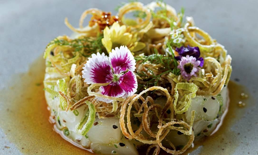 Tartare de namorado com alho-poró crocante do Kitchen Asian Food, na Marina da Glória Foto: Alexander Landau