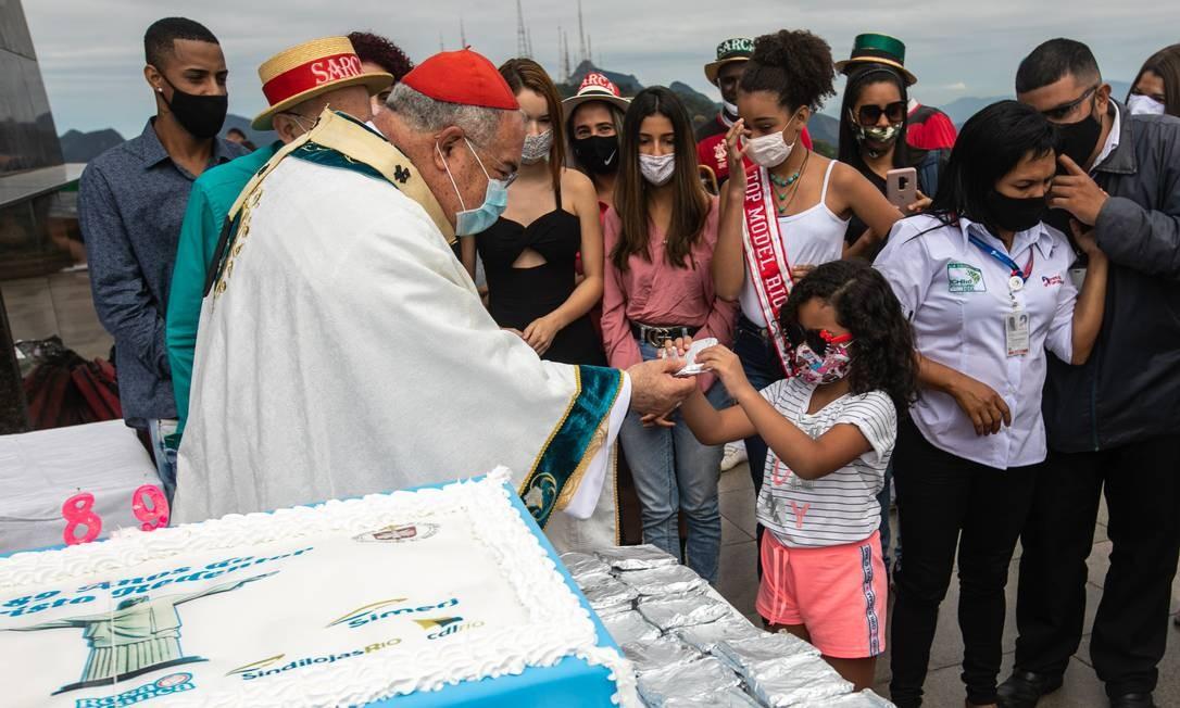 Programação de aniversário teve bolo, missa e bençãos para os visitantes Foto: Brenno Carvalho / Agência O Globo