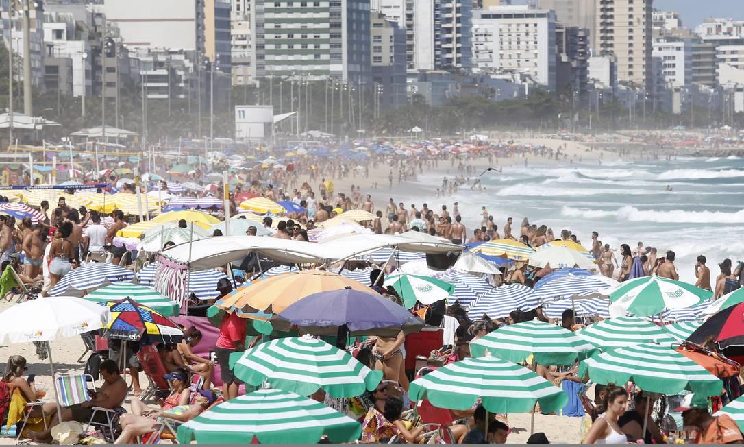 Praias de Ipanema e Leblon tiveram bom movimento neste feriado Foto: Fabio Rossi