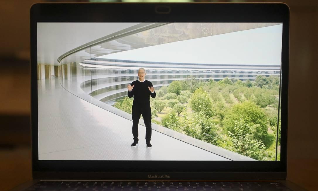 No evento de setembro, quando tradicionalmente os novos smartphones são lançados, o iPhone esteve ausente Foto: Daniel Acker / Bloomberg