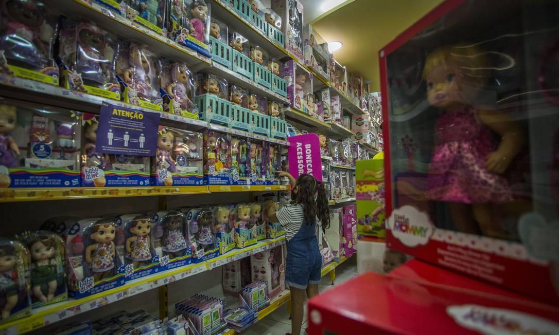 Compras. Auxílio emergencial e reabertura do comércio influenciam vendas do Dia das Crianças Foto: Guito Moreto / Agência O Globo