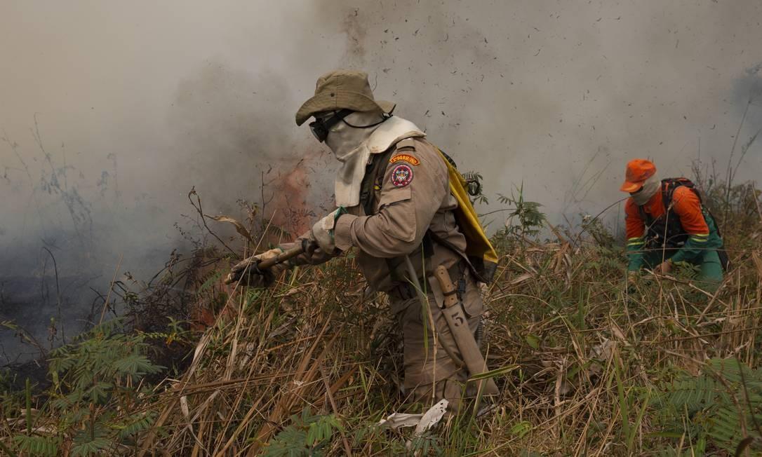 Combate às queimadas na região da Rodovia Transpantaneira, no Mato Grosso Foto: Araquém Alcântara