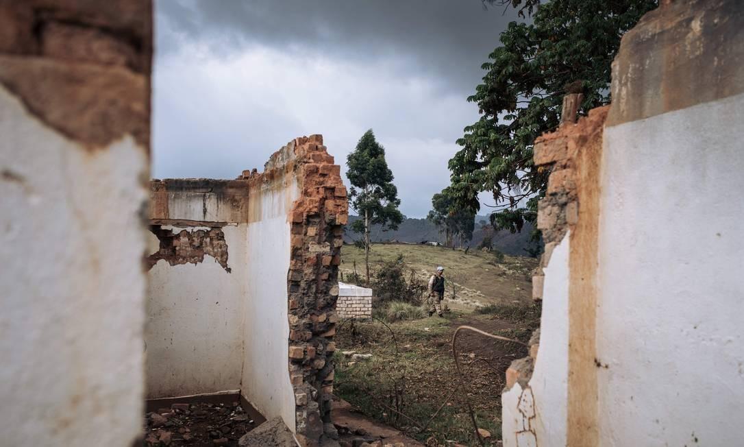 Ruínas do centro de saúde de Bijombo destruído por homens armados, província de Kivu do Sul, leste da República Democrática do Congo Foto: ALEXIS HUGUET / AFP