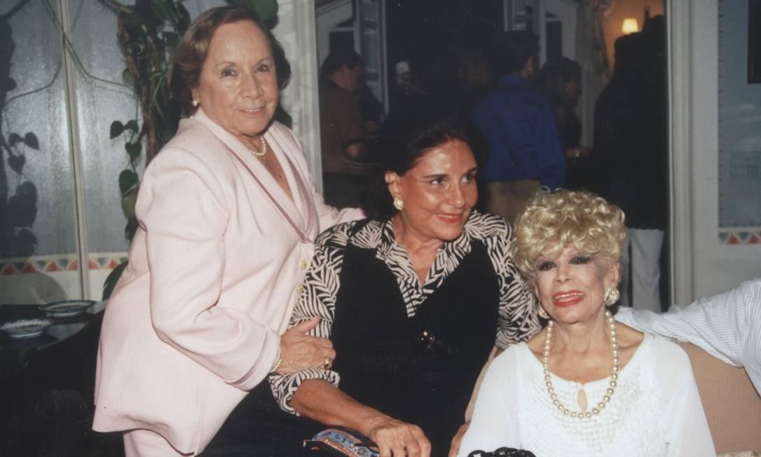 Florinda Barbosa, Alice Tamborindeguy e Dercy Gonçalves, em 2002 Foto: Marcelo Borgongino / Agência O Globo