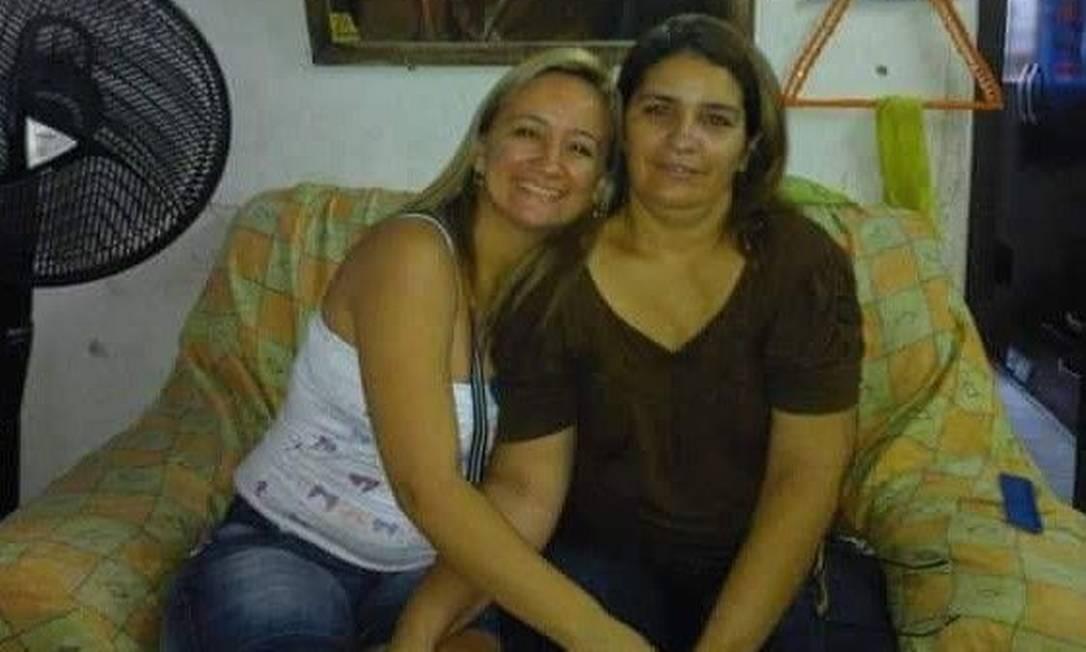 Idaliani Mendonça ao lado de Francisca Dantas: filha afirma que fez apelo a profissionais de saúde como forma de tentar ajudar a mãe Foto: Arquivo pessoal