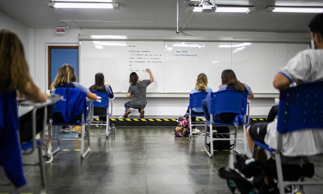 Salas vazias: para o 3º ano do Ensino Médio, aulas presenciais foram retomadas no último dia 5 Foto: Hermes de Paula / Agência O Globo