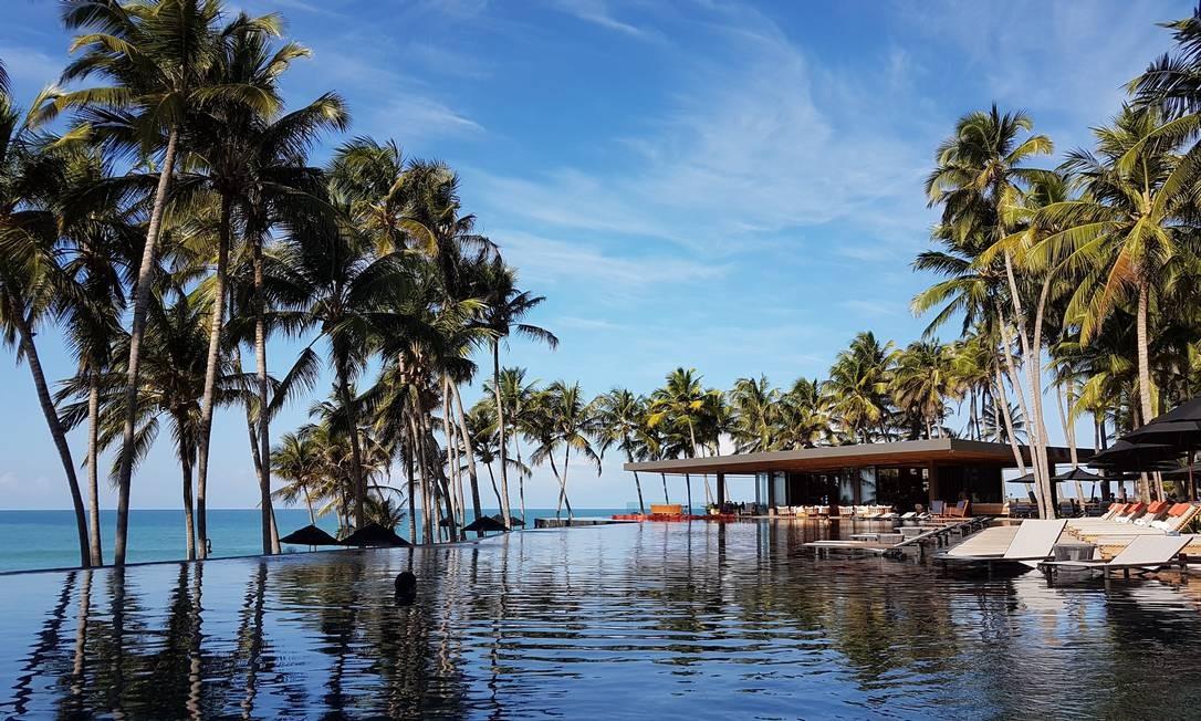 A piscina de borda infinita do Carmel Taíba, hotel butique na Praia de Taíba, nos arredores de Fortaleza Foto: Eduardo Maia / O Globo