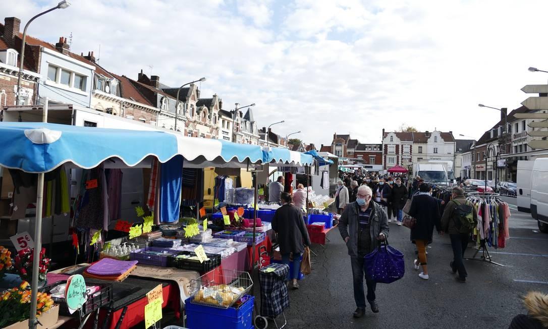 O mercado de Hénin-Beaumont, cidade de 26 mil habitantes que elegeu prefeito da Reunião Nacional Foto: Fernando Eichenberg / Agência O Globo