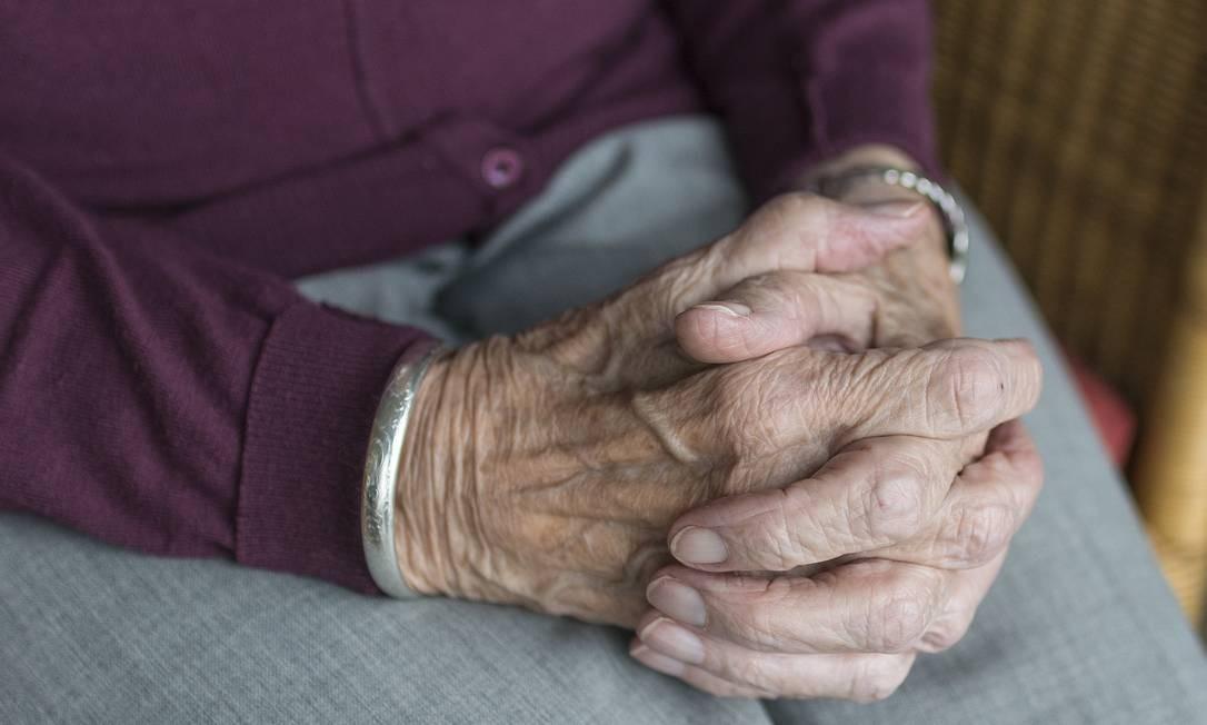 Trabalhadores com mais de 60 anos lidam com letalidade maior da Covid-19 e são obrigados a ficar mais tempo no isolamento social Foto: Pixabay