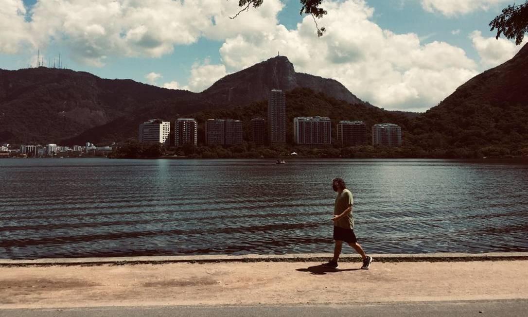 Neste sábado, o céu fica nublado a parcialmente nublado; na Lagoa, o sol apareceu pela manhã Foto: Ana Branco / Agência O Globo