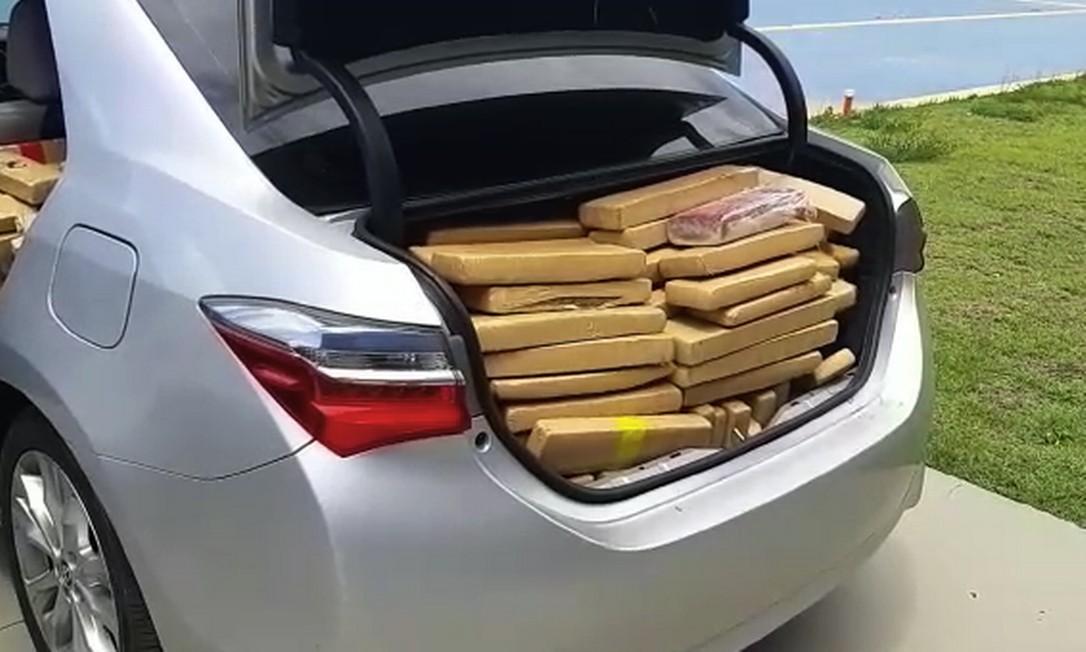 Mais de meia tonelada de maconha era transporada no porta-malas de carro na Via Dutra Foto: Divulgação
