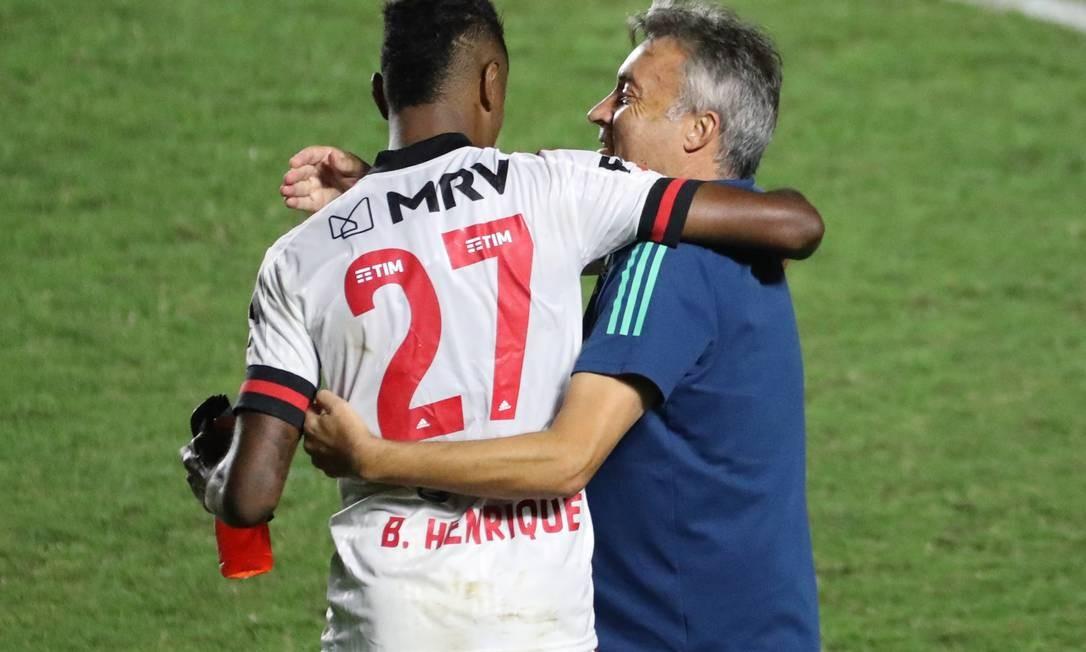 Dome aposta em liderança sem expor os atletas e escutando todos do clube Foto: Sergio Moraes / Reuters