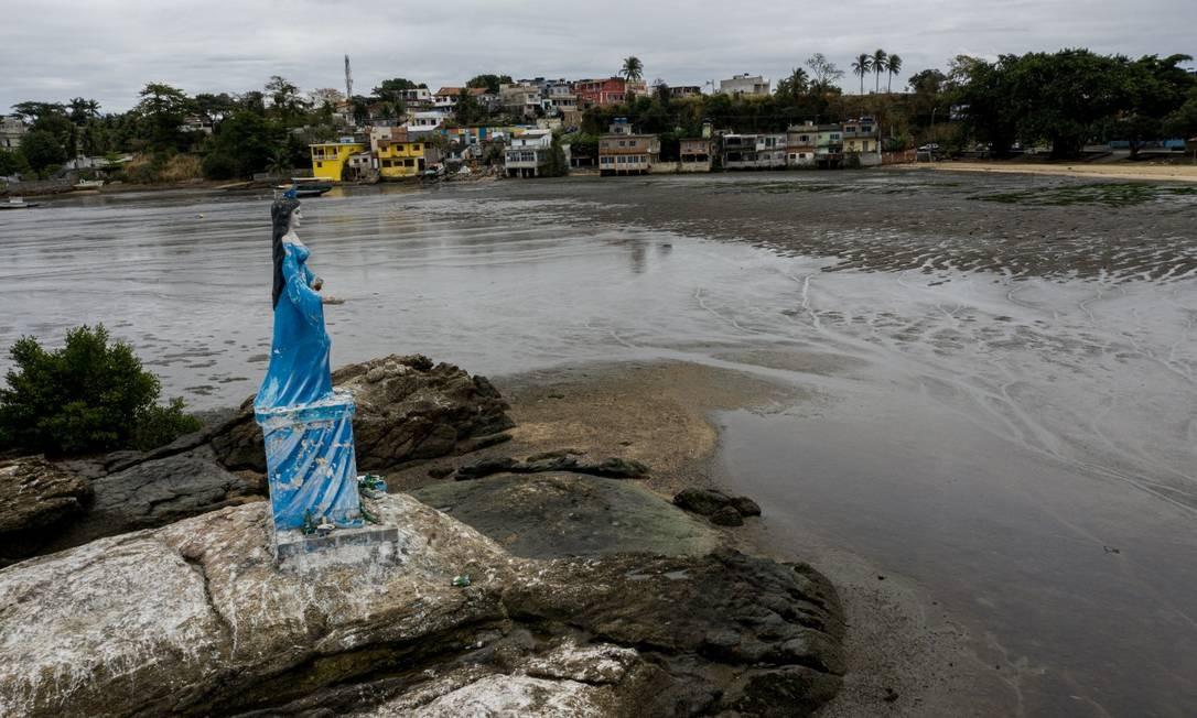 Falta de saneamento e ocupação desordenada ameaçam áreas como a da Baía de Sepetiba: beleza entregue a despejo irregular de lixo e esgoto Foto: Brenno Carvalho em 20-8-2020 / Agência O Globo