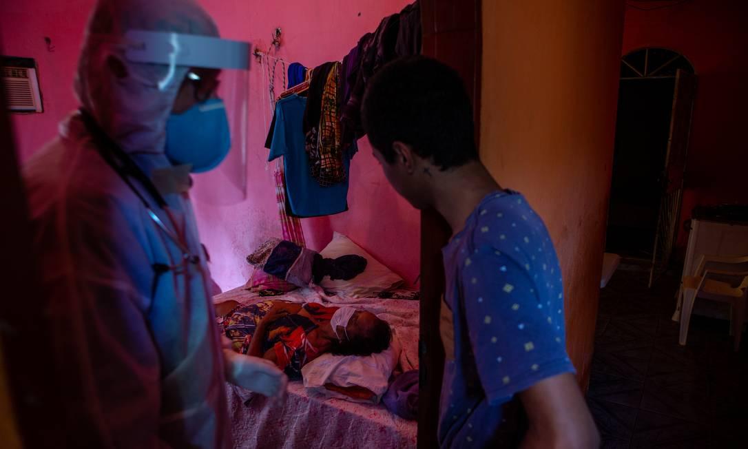 Fotografia do trabalho 'Durante crise da Covid-19, mais de 30% dos óbitos ocorrem em casa em Manaus', de Yan Boechat, do GLOBO Foto: Yan Boechat / Agência O Globo