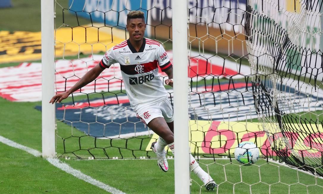 Bruno Henrique celebra gol durante jogo contra o Corinthiabs Foto: AMANDA PEROBELLI / REUTERS