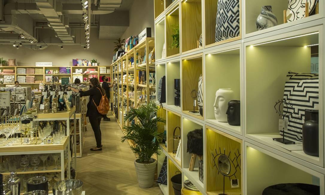 A Casa Riachuelo, inaugurada este mês no Botafogo Praia Shopping, no Rio: consumidores gostam de examinar itens de cama, mesa e banho. Especialista aponta ainda a integração entre canais físicos e digitais no varejo Foto: Guito Moreto / Agência O Globo