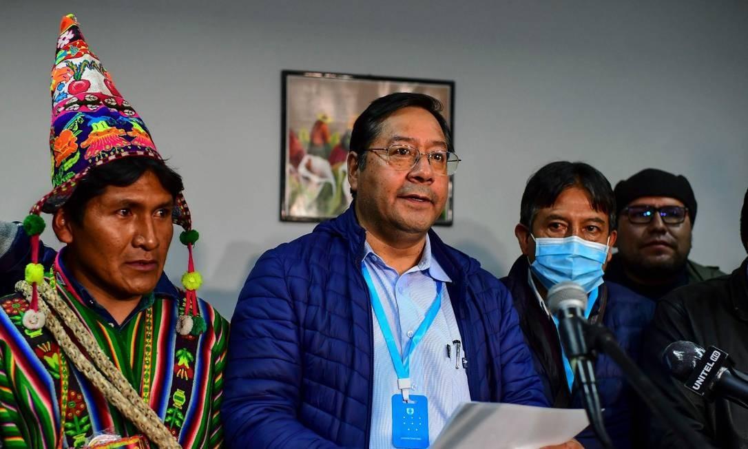 Arce com seu vice, David Choquehuanca (à direita), em La Paz: promessa de governo de unidade na Bolívia Foto: RONALDO SCHEMIDT / AFP
