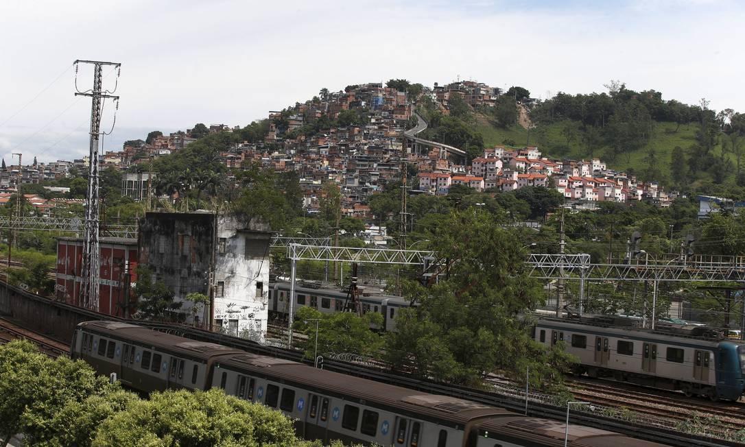 Bandidos em fuga de Operação no Jacarezinho sequestram trem e fugiram para Mangueira Foto: Fabiano Rocha / O Globo