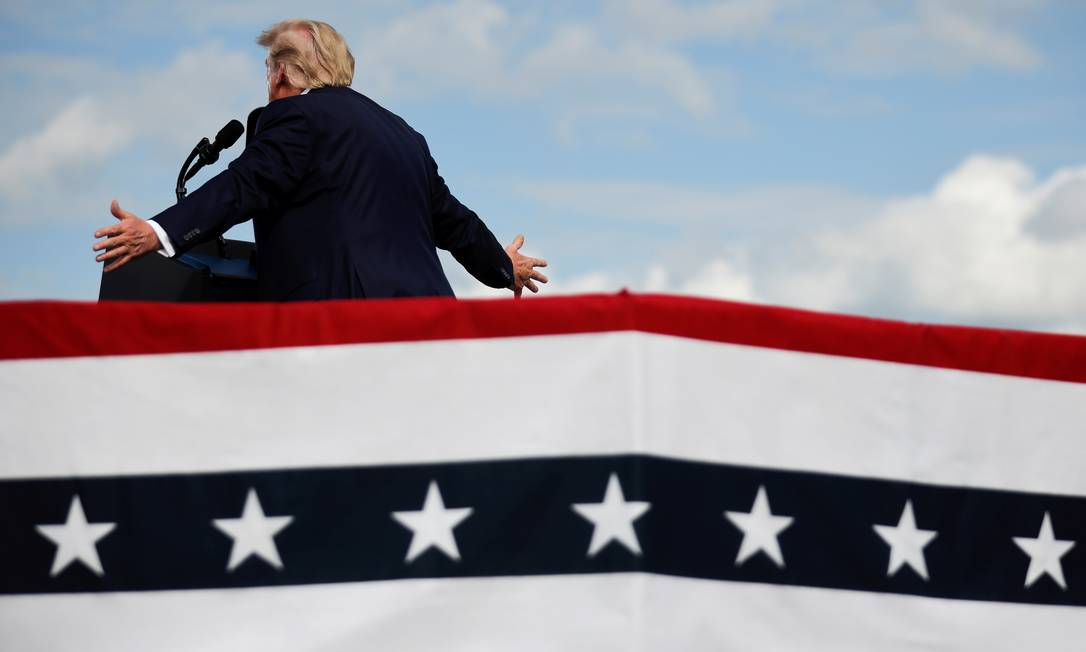 U.S. President Donald Trump speaks during a campaign rally at Pitt-Greenville Airport in Greenville, North Carolina, U.S., October 15, 2020. REUTERS/Carlos Barria Foto: CARLOS BARRIA / REUTERS