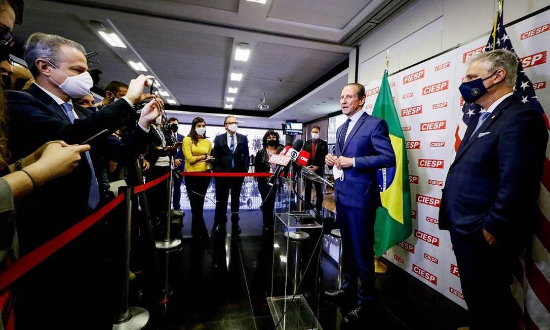 O presidente da Federação das Indústrias do Estado de São Paulo (Fiesp), Paulo Skaf, recebe na sede da entidade o conselheiro de Segurança Nacional dos EUA, Robert O'Brien. Foto: Fotoarena / Agência O Globo