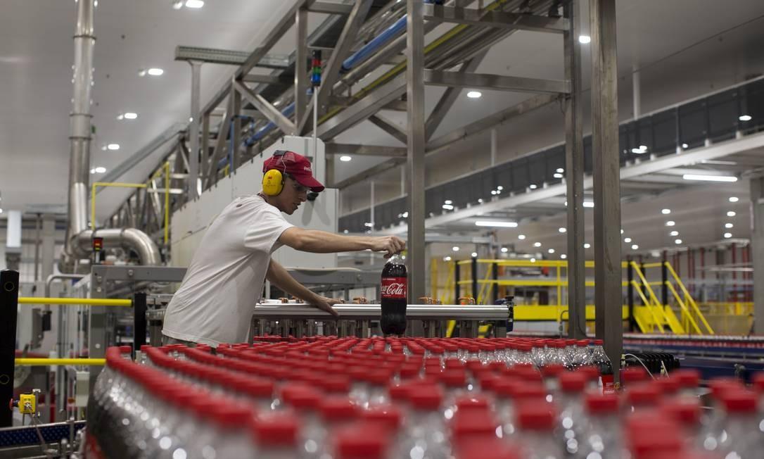 Fábrica de refrigerante em Duque de Caxias Foto: Márcia Foletto/Agência O Globo/25-06-2019