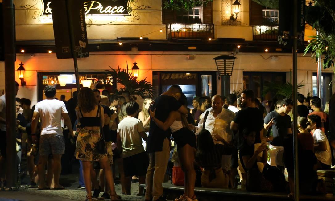 Bares com movimentação na Rua Dias Ferreira, no Leblon, na Zona Sul do Rio Foto: Pedro Teixeira em 12-09-2020 / O Globo