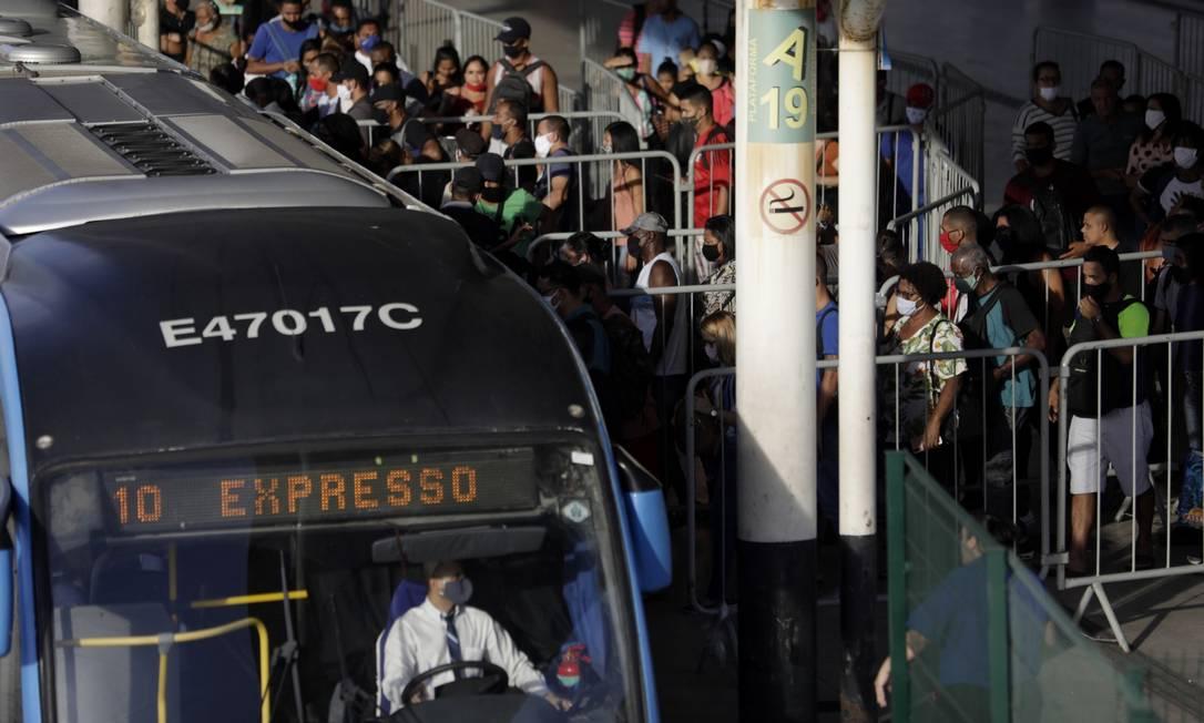 Movimentação no Terminal BRT da Alvorada, na Barra da Tijuca, Zona Oeste do Rio de Janeiro (25-06-2020) Foto: Luiza Moraes / Agência O Globo