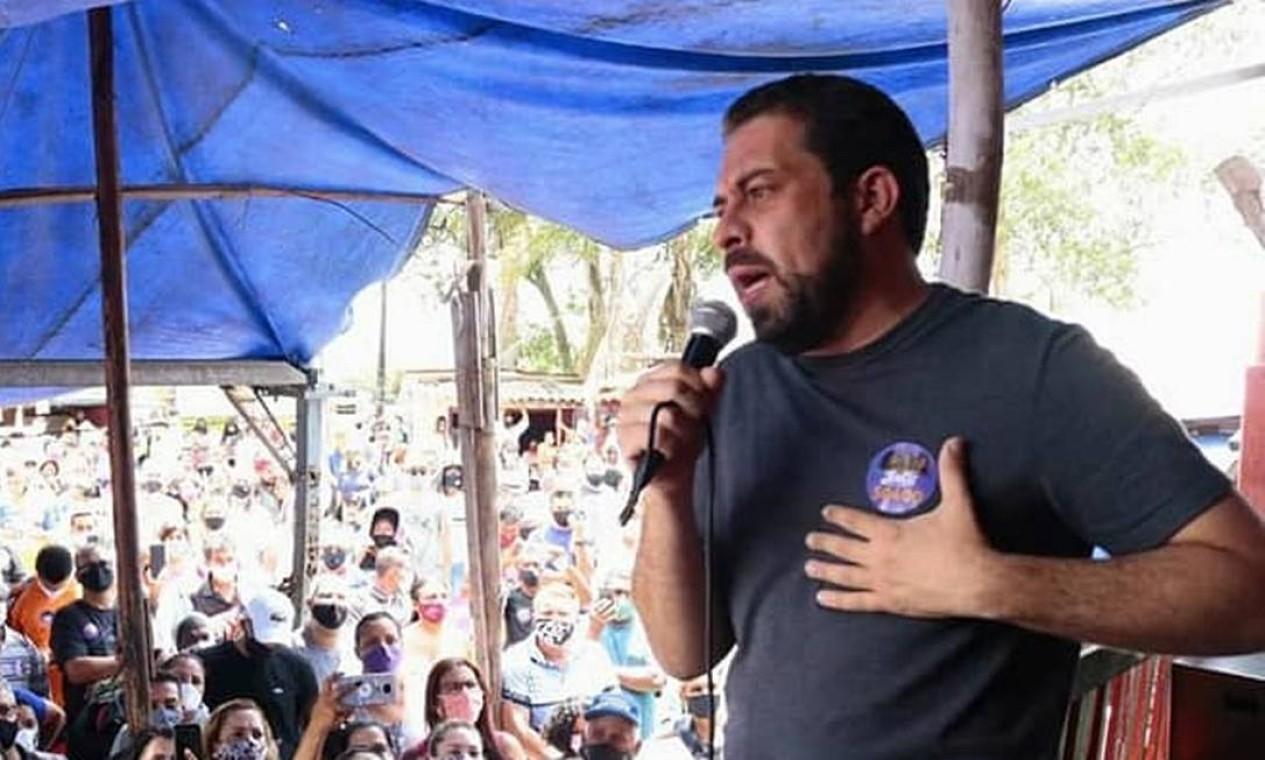Guilherme Boulos (PSOL) participa de encontro com moradores e ativistas em Itaquera, Peri Alto e Jaraguá, nas periferias Leste e Norte de São Paulo, no último domigo (18) Foto: Reprodução / Redes Sociais - 18/10/2020