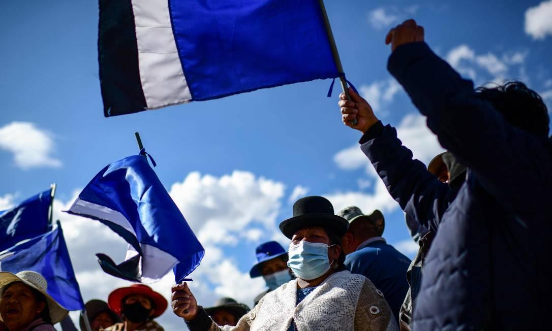 Apoiadores do MAS celebram vitória de Luis Arce, em El Alto, na Bolívia Foto: RONALDO SCHEMIDT / AFP