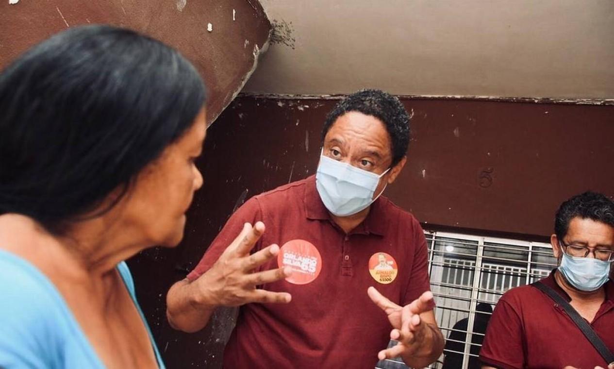Orlando Silva (PC do B) conversa com eleitores dos bairros Jardim Pantanal e Jardim Helena, na Zona Sul de São Paulo Foto: Reprodução / Redes Sociais - 20/10/2020