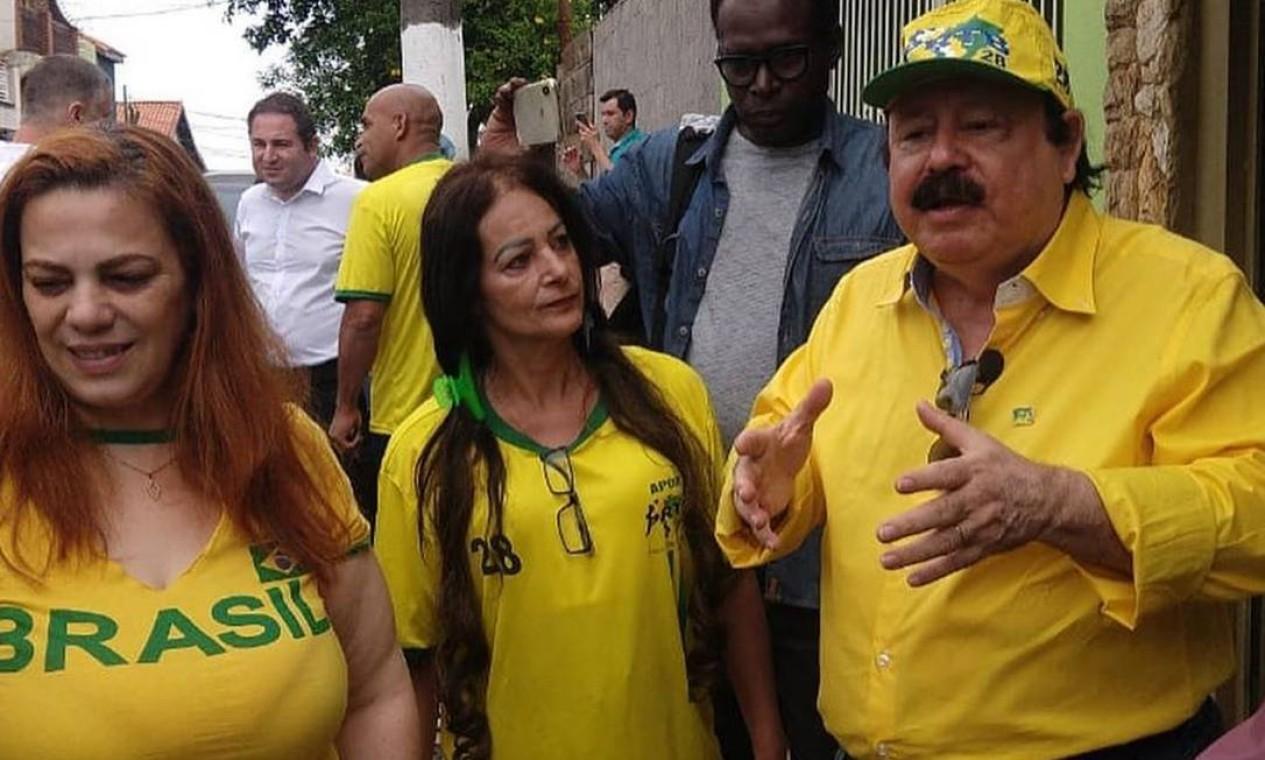O candidato conservador Fidélix com eleitores em Itaquera, Zona Leste de São Paulo Foto: Reprodução / Redes Sociais -