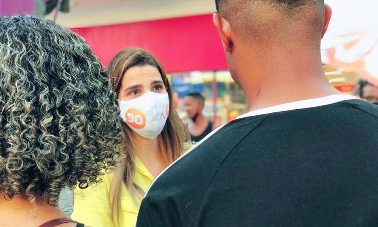 Clarissa conversa com eleitores no Calçadão de Campo Grande, Zona Oeste do Rio Foto: Reprodução / Redes Sociais - 05/10/2020