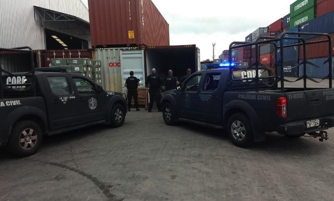 Policiais e fiscais da Receita Federal apreenderam mais centenas de milhares de aparelhos TV Box em Itaguaí Foto: Divulgação