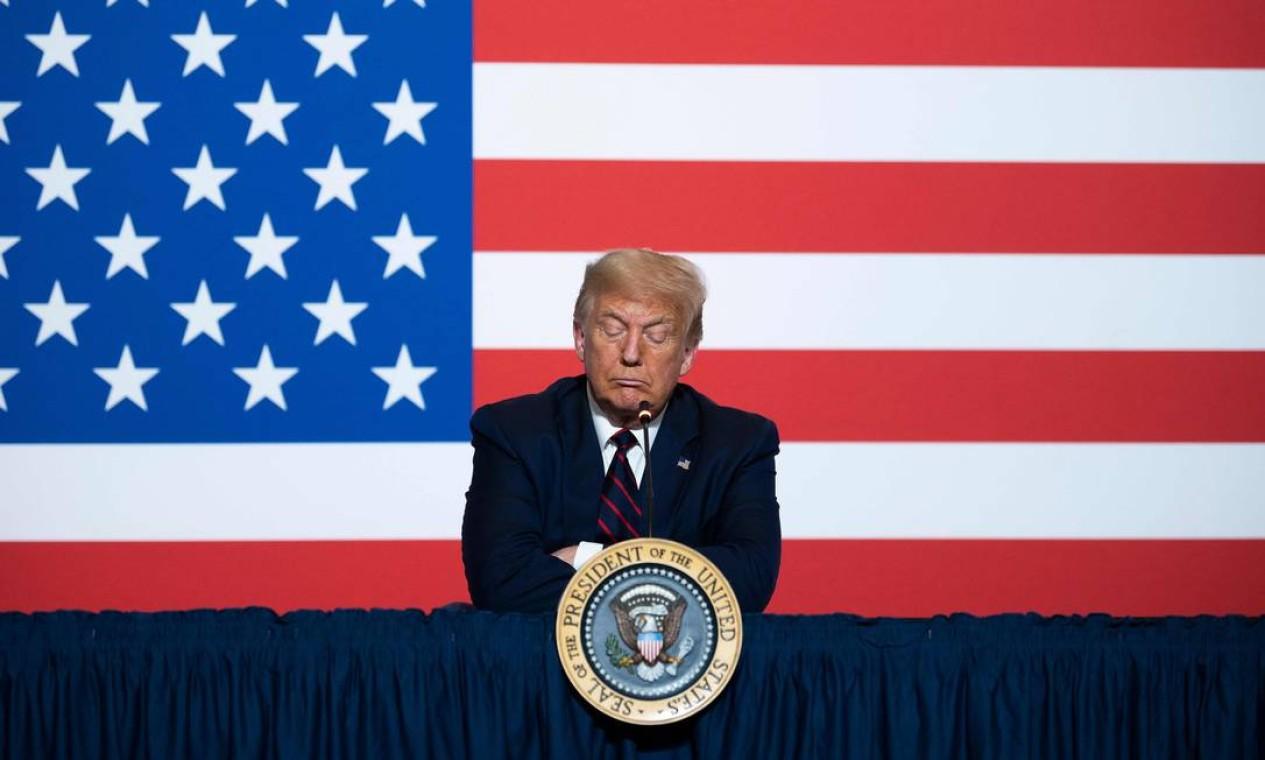 Trump participa de uma mesa redonda sobre a doação de plasma na sede nacional da Cruz Vermelha americana, em Washington Foto: JIM WATSON / AFP - 30/07/2020