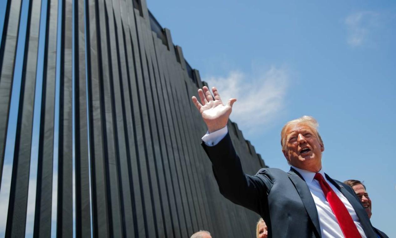 Trump visita muro na fronteira com o México antes de comício no Arizona Foto: CARLOS BARRIA / Reuters - 23/06/2020