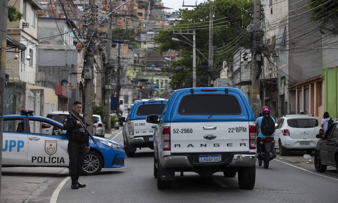 Três pessoas foram baleadas durante um tiroteio no Morro da Mangueira Foto: Márcia Foletto / Agência O Globo