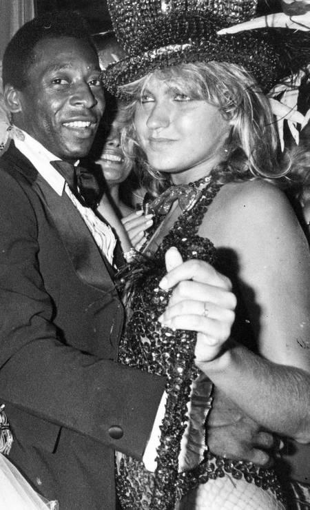 Pelé e Xuxa namoraram por seis anos na década de 1980, quando ela, que posteriormente também seria da realeza brasileira, como a 'rainha dos baixinhos', tinha 18 anos e o Rei, 41 Foto: Arquivo - 01/02/1982